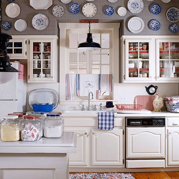Hanging plates she rambles - Decorating with plates in kitchen ...